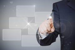 Geschäftsmann, der Hologramm zeigt Lizenzfreies Stockfoto