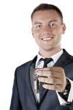 Geschäftsmann, der Ihnen die Tasten zu einem Haus gibt Stockfotografie