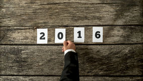 Geschäftsmann, der Ihnen guten Rutsch ins Neue Jahr für 2016 wünscht Lizenzfreie Stockbilder