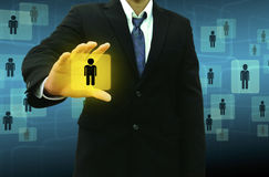 Geschäftsmann, der Ikonen des Sozialen Netzes hält Lizenzfreie Stockfotos