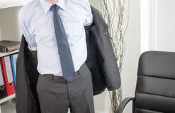 Geschäftsmann, der im Büro ankommt Lizenzfreie Stockbilder