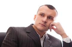 Geschäftsmann, der im schwarzen Bürostuhl sitzt Stockfotos