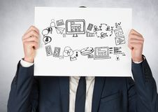 Geschäftsmann, der Karte mit Zeichnungen der kommerziellen Grafiken hält Stockbild