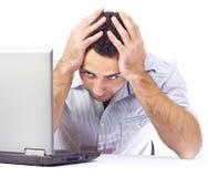 Geschäftsmann, der Kopfschmerzen bei der Arbeit hat Lizenzfreies Stockfoto