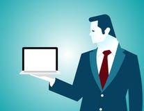 Geschäftsmann, der Laptop, leeren weißen Schirm hält lizenzfreie abbildung
