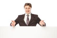 Geschäftsmann, der leeres Brett und das Zeigen hält Lizenzfreies Stockbild