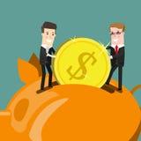 Geschäftsmann, der Münze in Piggy Querneigung setzt Flache Designgeschäfts-Konzeptillustration Stockbild