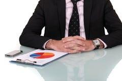 Geschäftsmann, der Markterhebung betrachtet Lizenzfreie Stockbilder