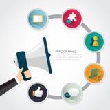 Geschäftsmann, der Megaphon mit Geschäft infographic hält Lizenzfreies Stockfoto