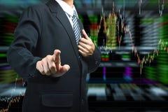 Geschäftsmann, der mit Börsediagrammhintergrund drückt vektor abbildung