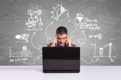 Geschäftsmann, der an neue Projekte denkt Lizenzfreie Stockfotos