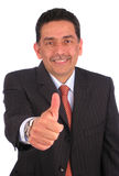 Geschäftsmann, der oben Daumen gestikuliert Lizenzfreies Stockbild