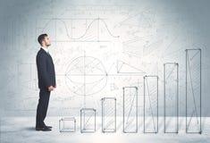 Geschäftsmann, der oben an Hand gezeichnetes Diagrammkonzept klettert Lizenzfreies Stockfoto