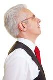 Geschäftsmann, der oben schaut Lizenzfreie Stockfotografie
