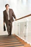 Geschäftsmann, der oben umzieht Lizenzfreies Stockfoto