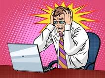 Geschäftsmann, der an Panik der schlechten Nachrichten des Laptops arbeitet lizenzfreie abbildung