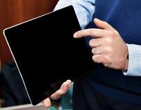 Geschäftsmann, der PC des Bildschirm- hält Lizenzfreie Stockbilder