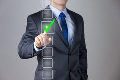 Geschäftsmann, der rechte Entscheidung trifft Stockfotos