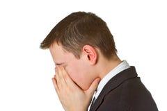 Geschäftsmann, der sein Gesicht in der Schande versteckt Lizenzfreies Stockfoto