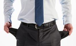 Geschäftsmann, der seine leeren Taschen zeigt stockbild