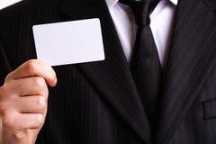 Geschäftsmann, der seine Visitenkarte zeigt Stockfoto