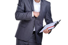 Geschäftsmann, der in seiner Tasche erreicht Stockfotos