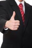 Geschäftsmann, der sich Daumen zeigt Lizenzfreie Stockfotografie
