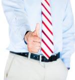 Geschäftsmann, der sich Daumen zeigt lizenzfreie stockbilder