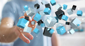Geschäftsmann, der sich hin- und herbewegendes blaues glänzendes Würfelnetz 3D renderi berührt Stockfotografie