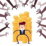 Geschäftsmann, der Stapel Goldmünzen von der verschiedenen Finanzdrohung schützt Lizenzfreie Stockbilder