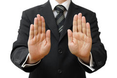Geschäftsmann, der Stoppschild auf weißem Hintergrund zeigt Lizenzfreie Stockfotos