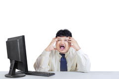Geschäftsmann, der stressig schreit und ausdrückt Stockbild