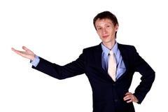 Geschäftsmann, der in Studio gestikuliert Stockfoto