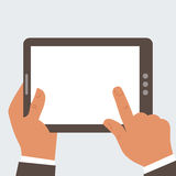 Geschäftsmann, der Tablet-Computer mit leerem Störungsbesuch hält Lizenzfreie Stockbilder