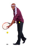 Geschäftsmann, der Tennis spielt Lizenzfreie Stockbilder