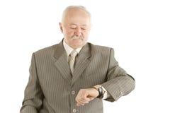 Geschäftsmann, der Uhr überprüft Stockfotos