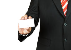 Geschäftsmann, der unbelegte Visitenkarte anhält stockfoto