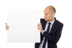 Geschäftsmann, der unbelegten Vorstand anhält Stockfotografie