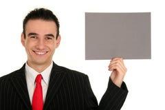 Geschäftsmann, der unbelegtes Zeichen anhält stockfoto