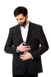 Geschäftsmann, der unter Magenschmerzen leidet Stockbild