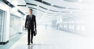 Geschäftsmann in der Untergrundbahn Lizenzfreies Stockfoto