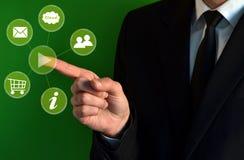 Geschäftsmann, der virtuelle Ikonen berührt Lizenzfreies Stockbild