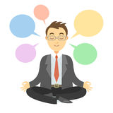 Geschäftsmann, der während der Meditation denkt Geschäftsmann, der Yoga tut Lizenzfreie Stockfotografie