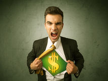 Geschäftsmann, der weg von seinem Hemd mit Dollarzeichen auf Kasten zerreißt Stockfotos