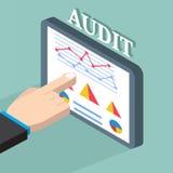 Geschäftsmann, der wirtschaftliche Statistik, Netzanalytik überprüft Financi lizenzfreie abbildung