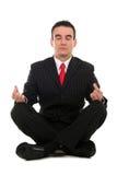 Geschäftsmann, der Yoga tut lizenzfreie stockfotografie
