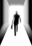 Geschäftsmann, der zur Leuchte geht Lizenzfreie Stockbilder