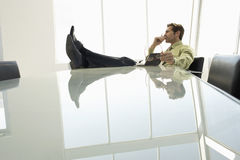 Geschäftsmann-With Diary In-Konferenzsaal Stockfotografie