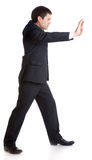 Geschäftsmann drückt etwas Lizenzfreies Stockfoto