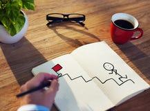 Geschäftsmann Drawing Goal Concept auf einem Notizblock Stockfotos